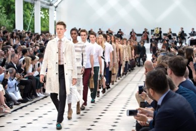 defile burberry printemps ete 2016