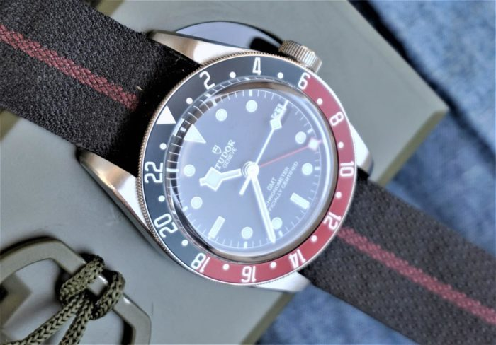 Montre Tudor Black Bay GMT, bracelet tissu