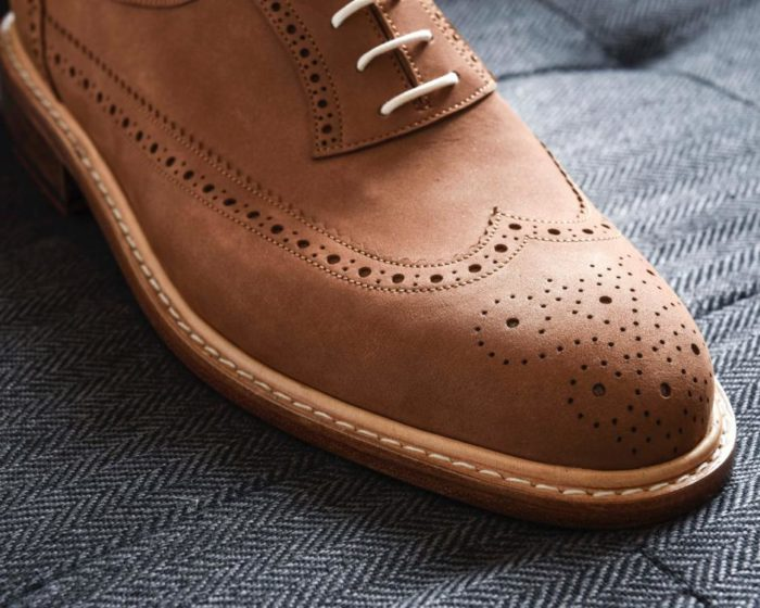perforation soulier nubuck marron
