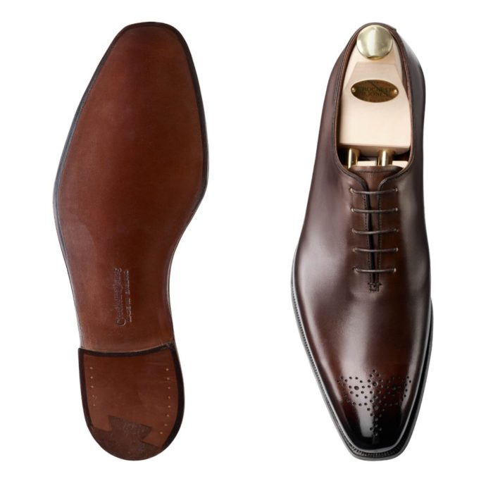 cuir marron perforation médaillon one-cut