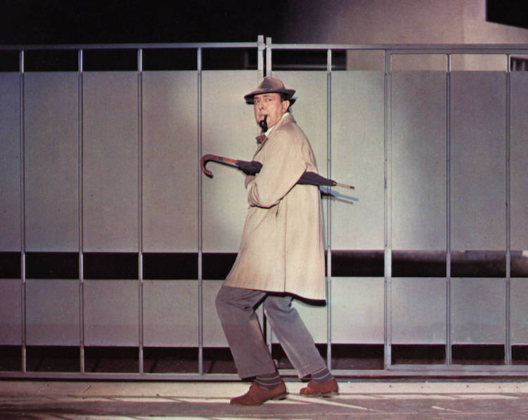 Jacques Tati homme trench beige monsieur Hulot