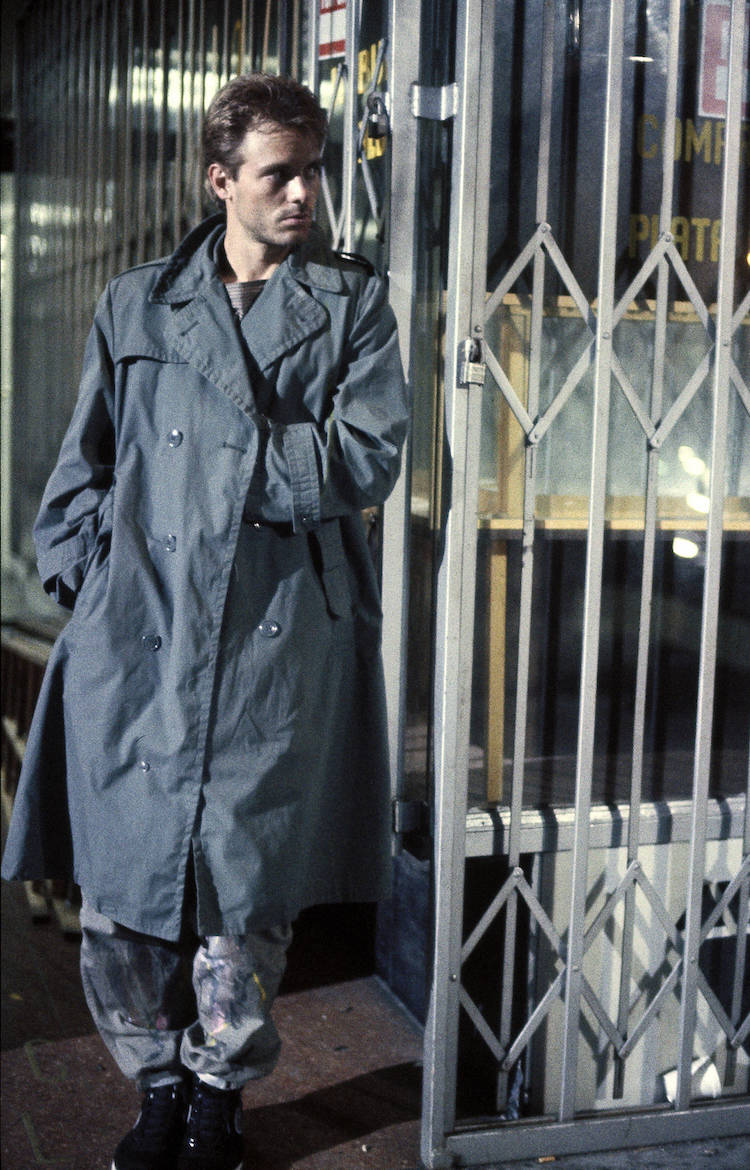 homme trench gris