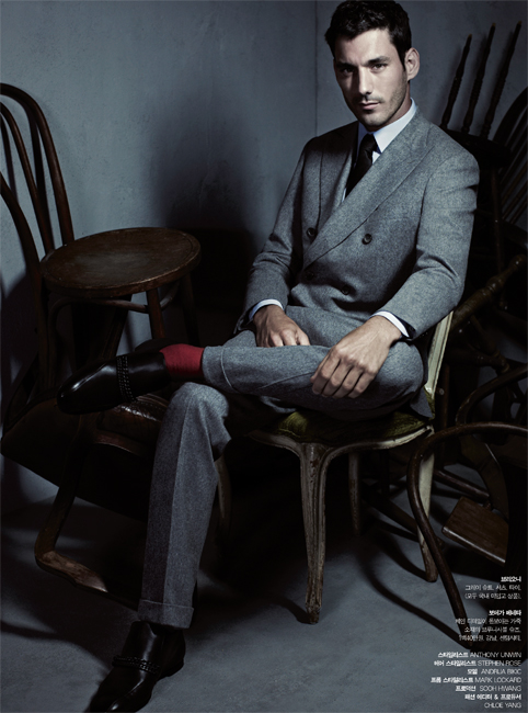 gentleman-swagger-sitting-down-pink-socks-grey-suit