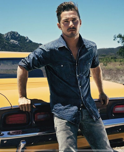 shia_labeouf_acteur_americain_los_angeles_californie_adosse_voiture_jaune_srosse_cylindree_barbe_bouc_regard_tenbreux_cheveux_arriere_jeans_seducteur_soleil_ete_torride_savane_sp001_resize